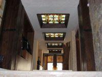 фото цветное стекло на потолок