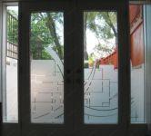 фото пленочный витраж на дверь
