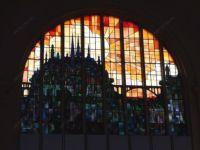 фото стеклянный замок витраж