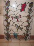 фото витраж Тиффани со стрекозами и бабочками